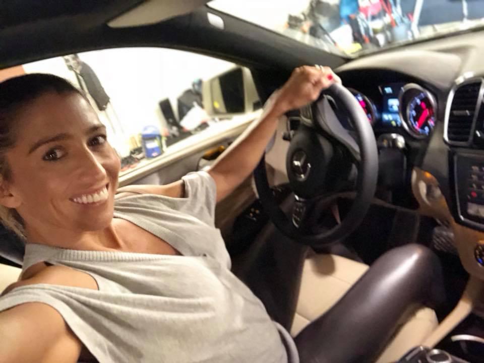 Rubint Réka autóban